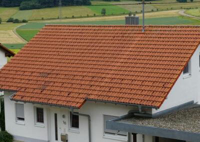 Geru Dachziegeln alt, vermoost, erneuern, reinigen, beschichten