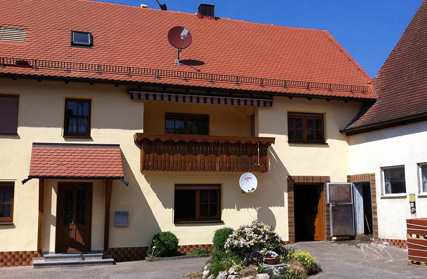 Dachdeckung GERU: Ziegel-, Beton- Blechdächer, Schieferdächer, Gerüstbau